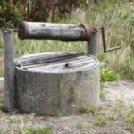 Ein Kind liegt im Brunnen! Wer war's?