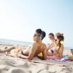Krank im Urlaub: Gilt die Karenztag-Regelung?